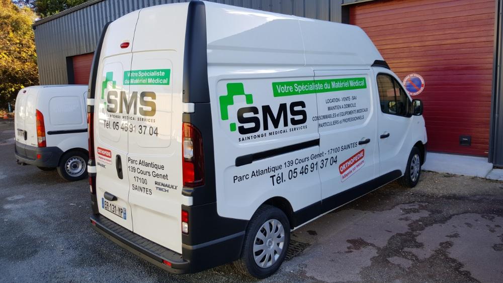 Décoration véhicule sur Camion Saintonge Medical Service